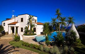 Luxury houses with pools for sale in Sicily. Luxury modern villa with a swimming pool, a garden and an exit to the beach, on the first sea line, Augusta, Sicily, Italy