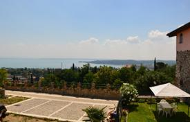Property for sale in Padenghe sul Garda. Two-level house with a garden and a view of the lake, Padenghe sul Garda, Italy