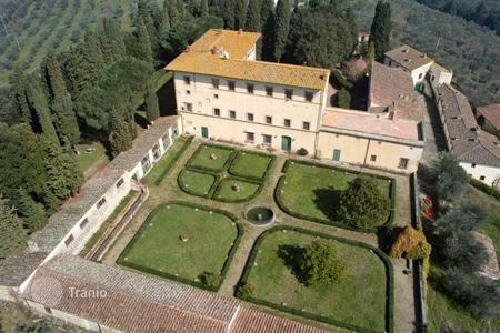 Luxury houses with pools for sale in Florence. Country seat – Florence, Tuscany, Italy