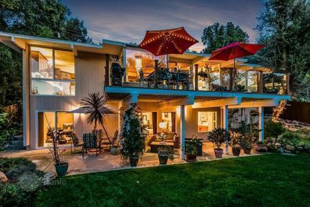 Luxury 4 bedroom houses for sale in North America. House in Malibu