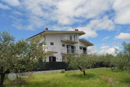 4 bedroom houses for sale in Abruzzo. Property in Torrevecchia, Italy