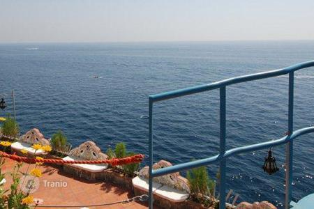 Villas and houses for rent with swimming pools in Amalfi. Costa degli Dei