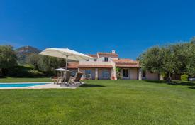 Luxury 5 bedroom houses for sale in Côte d'Azur (French Riviera). Panoramic sea view