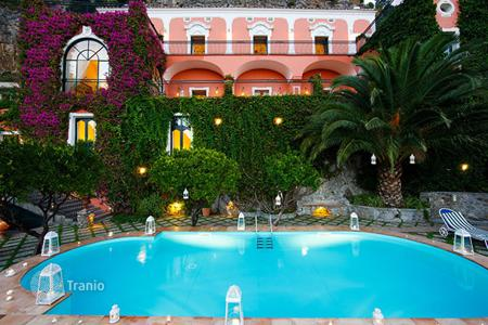Villas and houses for rent with swimming pools in Campania. Villa Assunta