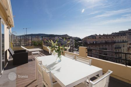 Coastal residential for sale in Nice. Exceptional top floor apartment with a large terrace