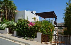 3 bedroom houses by the sea for sale in Peyia. Detached 3 Bedroom Villa with Exceptionally Large Verandas — Coral Bay