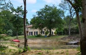 4 bedroom houses for sale in Nouvelle-Aquitaine. A comfortable villa with an indoor pool and a separate studio, surrounded by a picturesque natural landscape, near the lake, Landes, France
