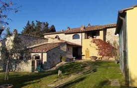 Houses for sale in Tavarnelle Val di Pesa. Two-storey stone villa with a swimming pool in Tavarnelle Val di Pesa, Tuscany, Italy