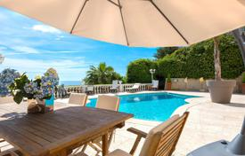 Houses for sale in Nice. Villa with pool and an exceptional panoramic sea view