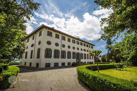 Apartments for sale in Lucca. Fully-renovated apartments with concierge, indoor and outdoor swimming pool, tennis court, fitness centre and spa