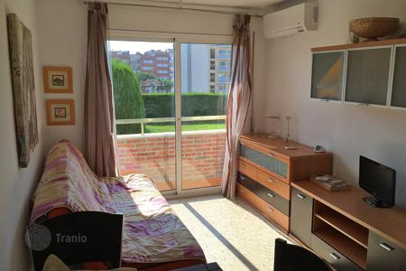 Apartments with pools by the sea for sale in Europe. Light appartment with renovation, situated in 300 m from beach in Lloret de Mar, Spain