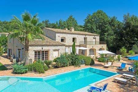 6 bedroom houses for sale in La Colle-sur-Loup. Close to Saint-Paul de Vence — Stone built villa