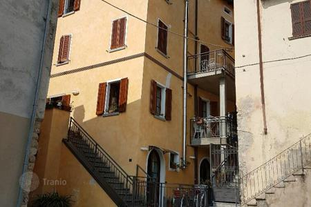 Cheap 1 bedroom apartments for sale in Italy. Apartment – Lake Como, Lombardy, Italy