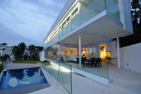 Houses with pools for sale in Calvia. Frontline villa with spectacular sea views