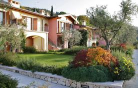 2 bedroom apartments for sale in Torri del Benaco. Apartment – Torri del Benaco, Verona, Veneto, Italy
