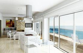 3 bedroom apartments by the sea for sale in Spain. Spacious apartment with terrace and sea view, in a residence with swimming pool, direct access to the sea, in Villajoyosa, Alicante, Spain
