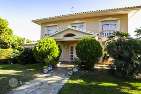 Houses with pools for sale in Vilassar de Dalt. Townhome – Vilassar de Dalt, Catalonia, Spain
