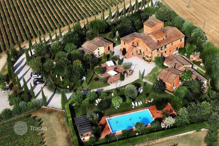 Luxury houses for sale in Montepulciano. Wonderful villa in Siena, Italy