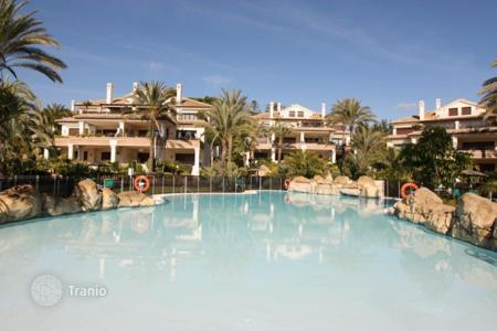Luxury apartments with pools for sale in Andalusia. Apartment for sale in Los Monteros Playa, Marbella East