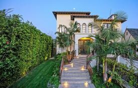 Upscale villa with library, dressing rooms, garden and pool, Los Angeles, USA for 4,375,000 $