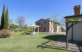 5 bedroom houses for sale in Tuscany. Prestigious farmhouse for sale in Tuscany