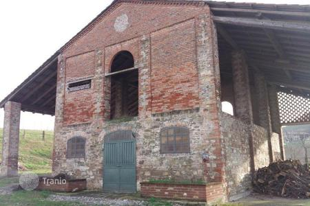 Property for sale in Emilia-Romagna. BEAUTIFUL FARMHOUSE on THE HILLS OF PIACENZA with 62 ACRES FARMLAND