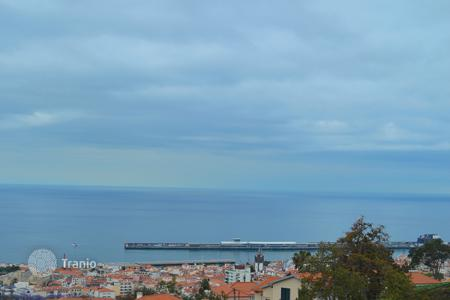 Apartments for sale in Madeira. Magnificent two bedroom apartment with amazing Funchal bay views and a garden
