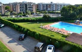 3 bedroom apartments for sale in Tuscany. Five-room penthouse overlooking the pool in San Vincenzo, Tuscany, Italy