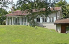 Luxury 3 bedroom houses for sale in Central Europe. Villa with garden and garage, 10 minutes from the center of Geneva, in Choulex, Geneva, Switzerland