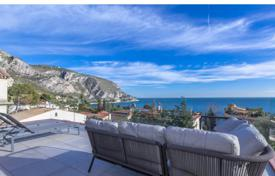 Luxury 4 bedroom houses for sale in Èze. Eze Bord de Mer, Californian style villa of 180sqm, swimming pool, sea view