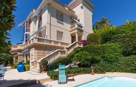 Luxury houses with pools for sale in Nice. Mont Boron- Belle epoque- panoramic sea view
