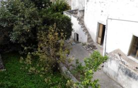 Asking more garden Ancient house in the historical center, 3 km from S. M. LEUCA for 105,000 €
