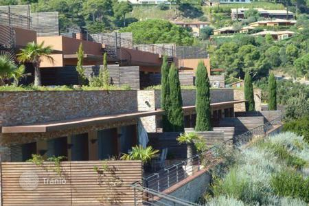 Apartments for sale in Begur. High standing apartment with privite garden in the exclusive urbanization in Aiguablava area, Begur