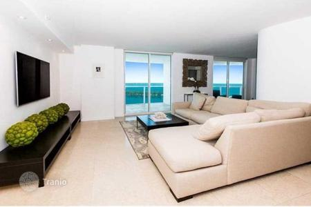 4 bedroom apartments for sale in North America. Remodeled apartment with balconies, panoramic views of the bay and the ocean, Miami, Florida