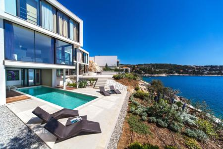 Luxury houses with pools for sale in Croatia. Complex of new villas and apartments with premium finishes, swimming pools, gardens, garages and a private beach, Primošten, Croatia