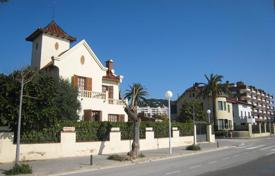 Coastal houses for sale in Spain. Luxurious house at sea front in Sant Vicent de Montalt