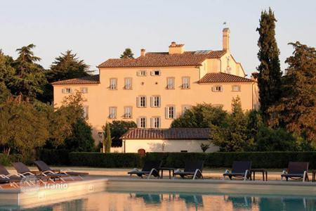 Houses with pools for sale in Arezzo. Mansion – Arezzo, Tuscany, Italy