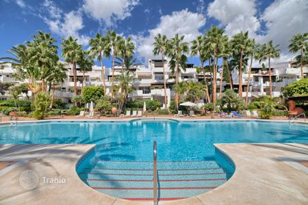Luxury 3 bedroom houses for sale in Costa del Sol. Duplex Penthouse for sale in Marina de Puente Romano, Marbella Golden Mile