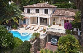 Houses with pools for sale in Vallauris. Cozy villa with a pool, a garden and a sea view, in a quiet area, Vallauris, France