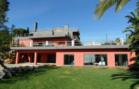 Houses with pools for sale in Lisbon. Villa with the author's design in Cascais, near Palmela Park