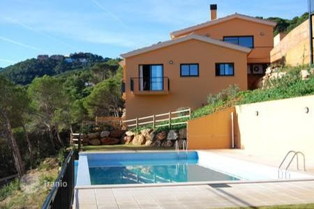 Townhouses for sale in Costa Brava. Townhouse with stunning sea and mountain views in Begur, Spain