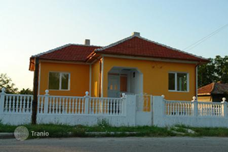 Cheap houses for sale in Ruse (city). Townhome – Ruse (city), Ruza, Bulgaria