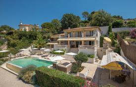 Luxury houses with pools for sale in Saint-Paul-de-Vence. Saint-Paul de Vence — Charming Neo-Provencal villa