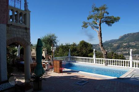 Houses with pools for sale in Colomars. Villa – Colomars, Côte d'Azur (French Riviera), France