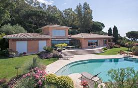 Luxury houses for sale in Cannes. Cannes — Croix des Gardes — Panoramic sea view