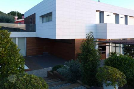 Houses with pools for sale in Argentona. Modern design property in Argentona, Barcelona