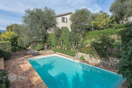 Luxury 6 bedroom houses for sale in Côte d'Azur (French Riviera). 10 mn away from Mougins — Charming Provencal Mas