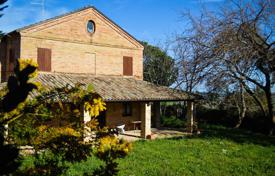 Property for sale in Marche. Villa with a terrace, a garden and a olive grove, Potenza Picena, Italy