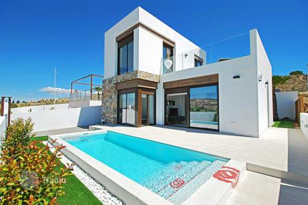 Houses with pools for sale in Algorfa. 3 Bedroom villa with private pool in La Finca Golf