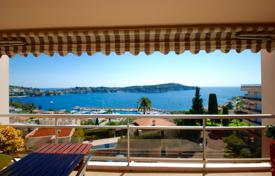 Coastal apartments for sale in Villefranche-sur-Mer. Gorgeous 2 bedroom apartment with sea view walking distance to the center of Villefranche